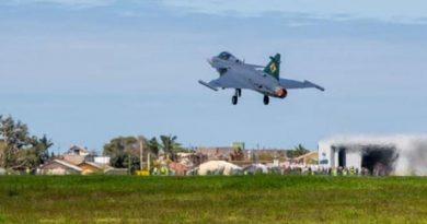 Gripen inicia ensaios em voo supersônico no Brasil