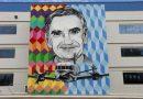 Ozires Silva será nome da principal unidade industrial da Embraer e é homenageado com mural artístico em hangar