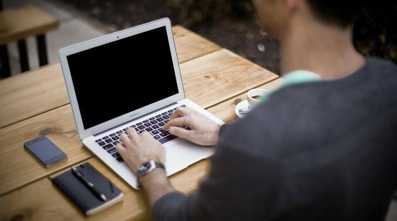 Cadeira gamer: veja como ela pode melhorar sua performance no trabalho