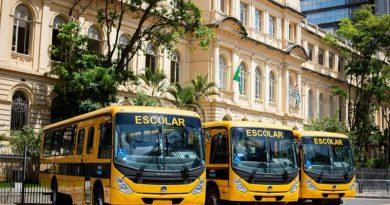 ônibus escolares
